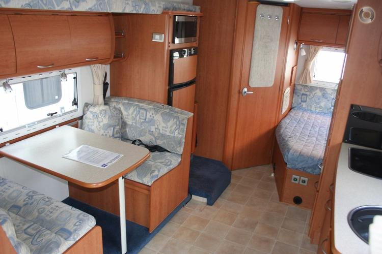 2005 Winnebago Freewind